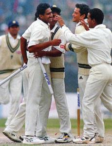 Team Celebrates with Kumble After his 10 wkts in the innings against Pakistan