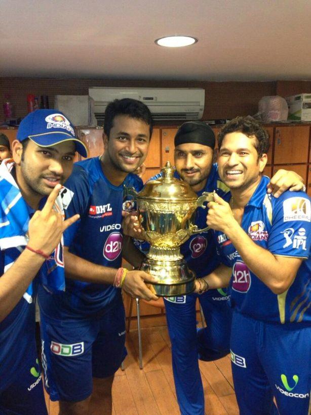 Rohit_Ojha_Harbhajan_Sachin_IPL_Trophy